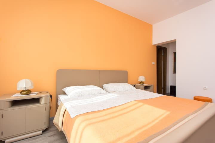 Orange apartment with kitchen for 2 persons