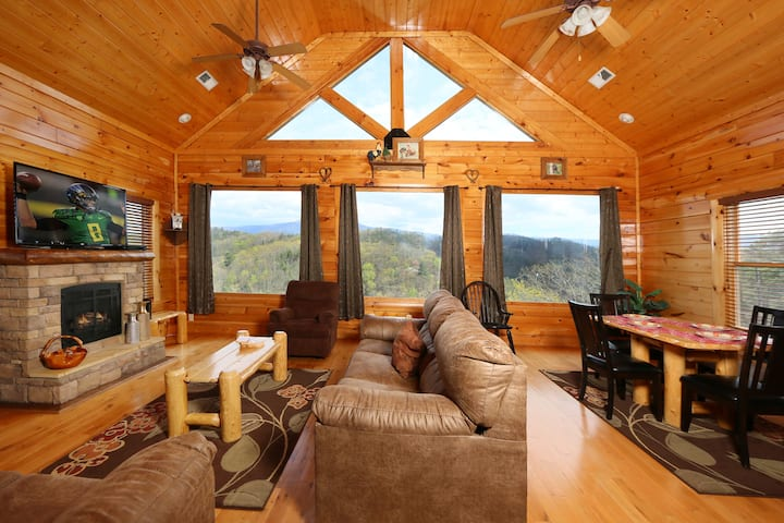 Private 2BR/2BA Cabin with Majestic Views Pets OK