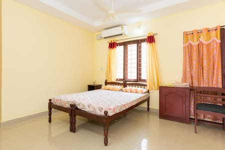 Air Conditioned room Near Punnamada Finishingpoint - Alappuzha - Bed & Breakfast