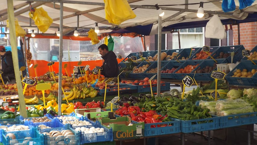 One of the many fruitsstands at the market.