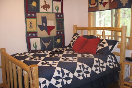 Yellow Rose Texas Cabin at High Country Inn - Ahsahka - Apartemen