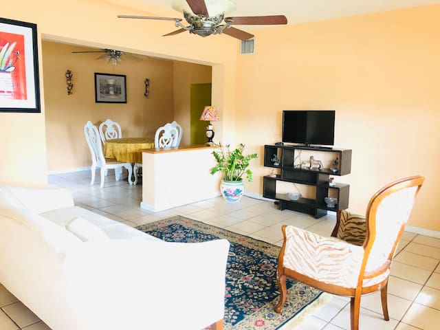 Entire house in Coral Gables. 3bd/w parking.