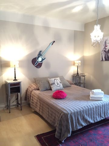 La Tour du Grillon -Chambre d'Amis - Gramat - Bed & Breakfast