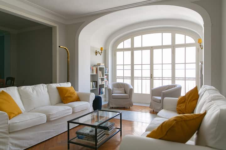 Luxurious apartment in the heart of city center