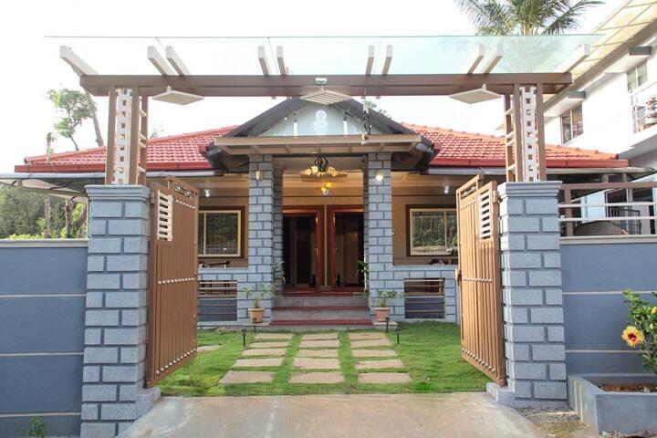 Sriniketana Homestay AC Cottage