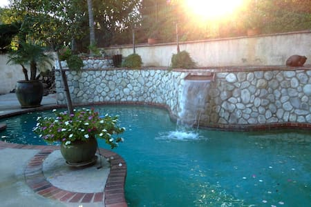 English Style Villa near Rose Bowl - La Crescenta-Montrose