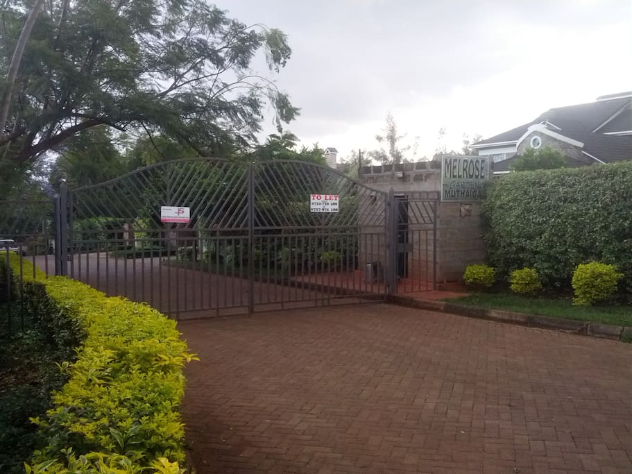 Main gate with Security 24/7