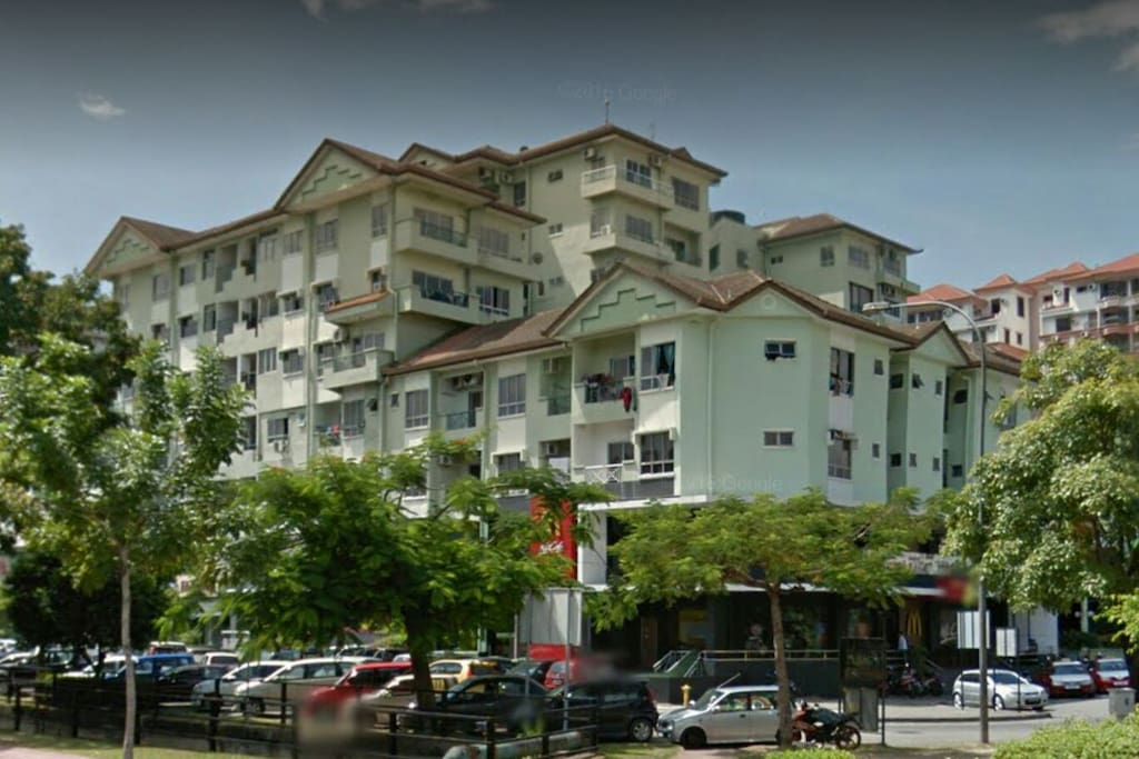 Api Api Center where my flat is. 公寓就在这低密度的小区里。