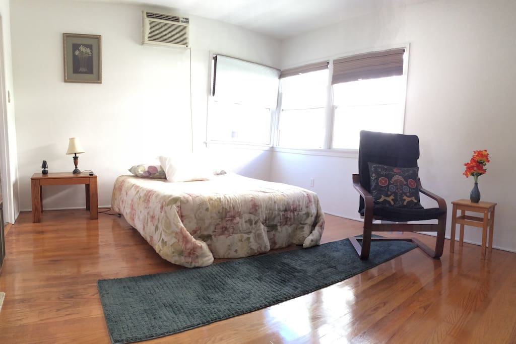 Main room.Convertible sofa/futon to twin bed. We can install an extra single bed for a 3rd guest but you have to request it and pay $20 for setup and extra linens.