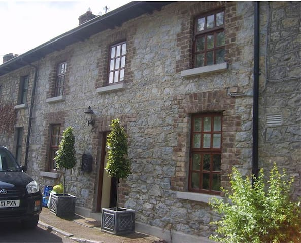 Historical cottage by Donadea Forest Park Nr Naas - Naas - Cabana