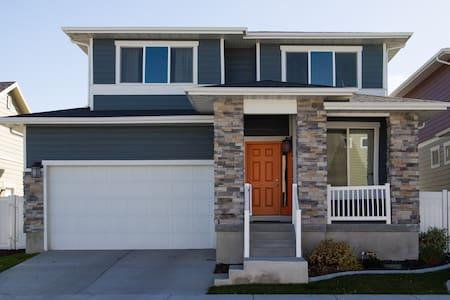 Contemporary home in heart of SLCo - Midvale