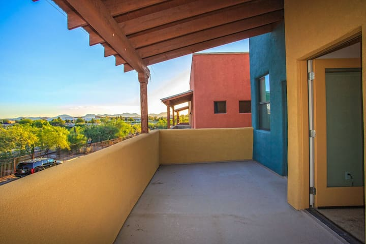 Heart of Tuscon 3 BR Home/ COM Pool/ Rililito River Walk