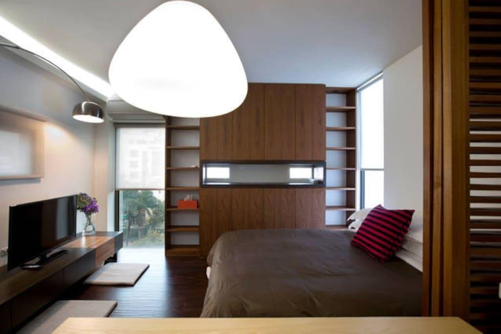 6F Spacious Bedroom 6F 宽敞的臥室
