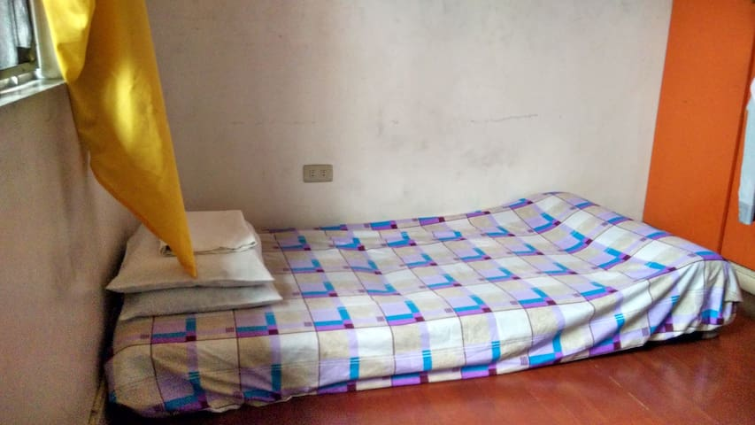 Solo Room of a Townhouse in Cubao - Quezon City - Haus