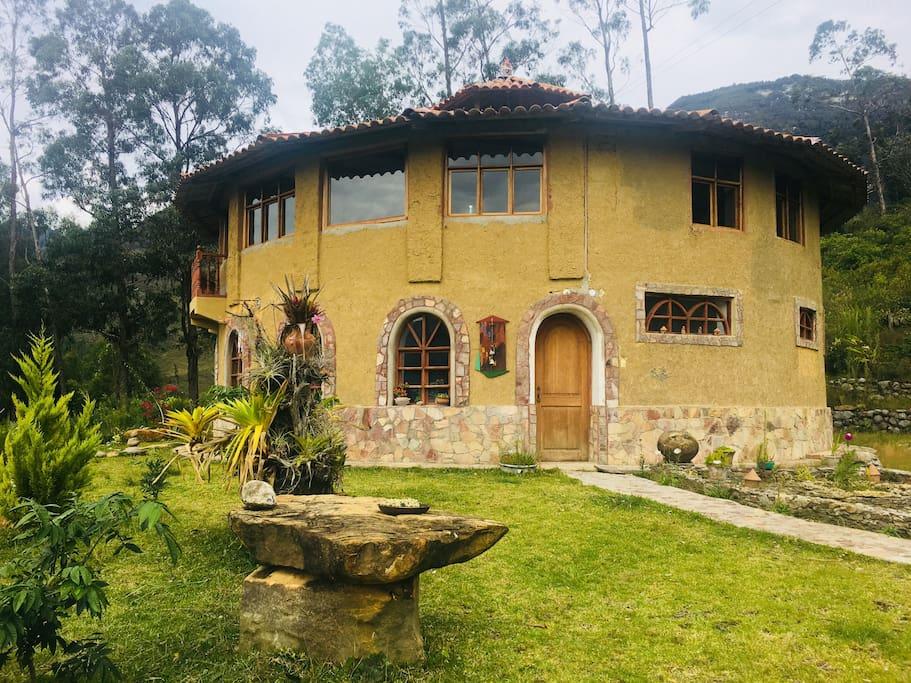 Mirador Gocta en La Coca, pintoresca casa redonda