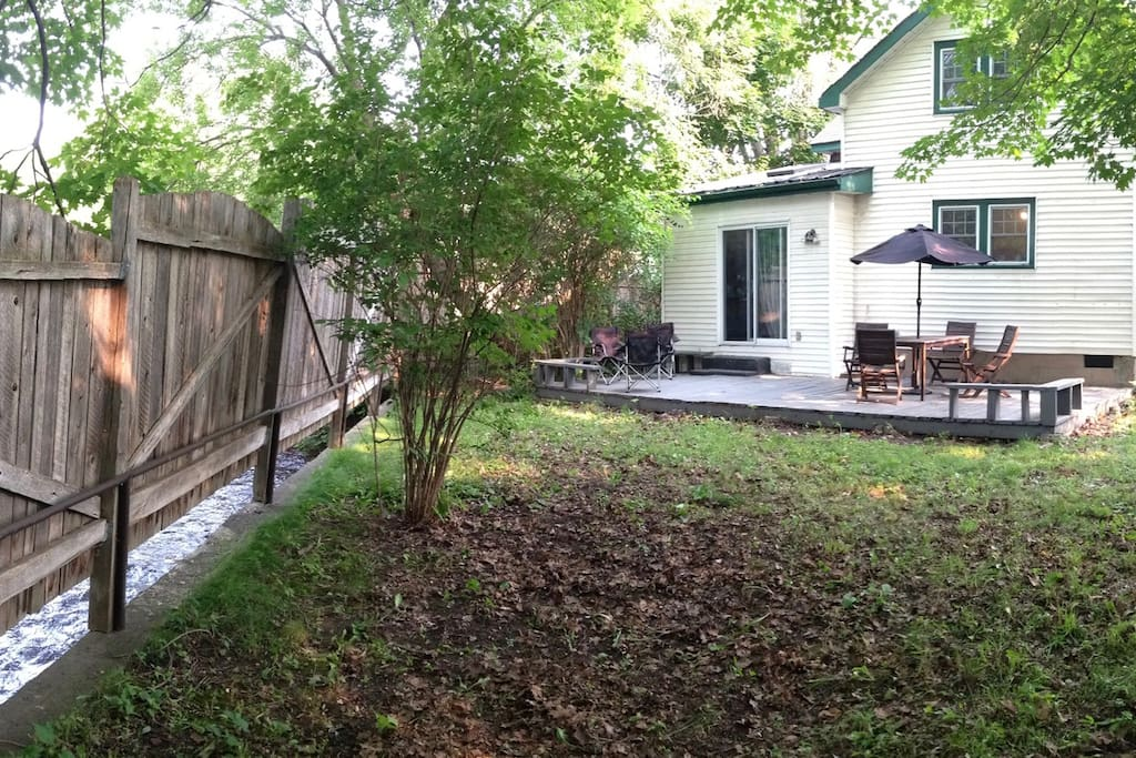 Panoramic view of backyard : an oasis of calm and beauty.