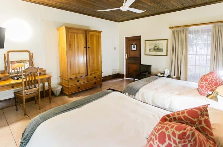 Deluxe 4 Sleeper Room (2 Double Beds) photo 3