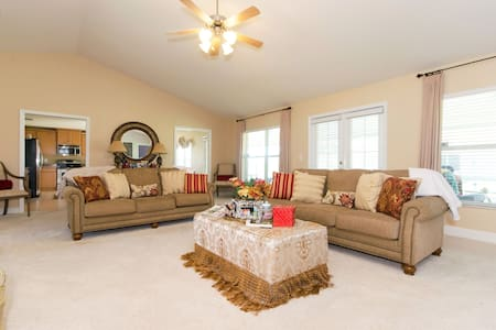 Built 2011 Gorgeous 4 Bedroom Home - Cape Coral - Σπίτι