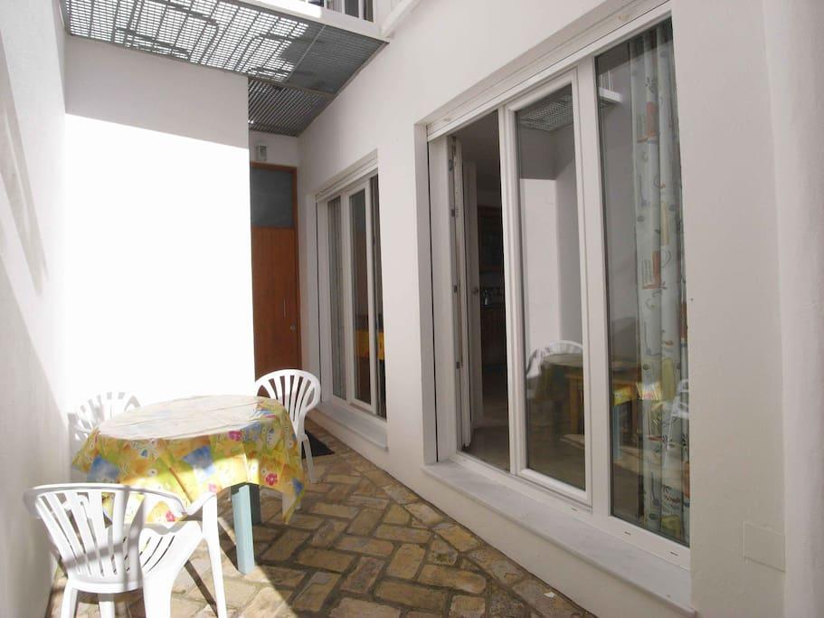 für die Wohnung Rincon 1 mit den großen Fenstertüren.
