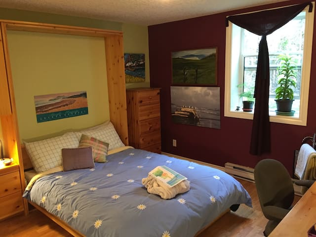 Pine Yoga Room~by the Ocean! ~in lovely James Bay! - Victoria - House