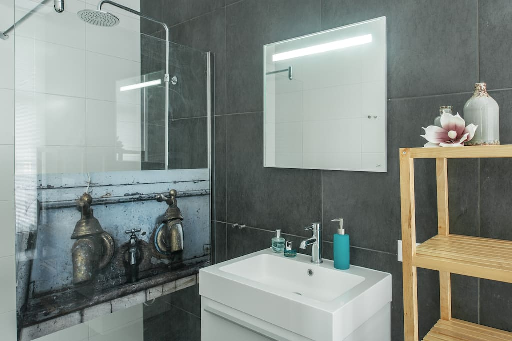 Luxurious private bathroom with design-rainshower from Novellini. Shampoo, showergel and bodylotion are available and included.