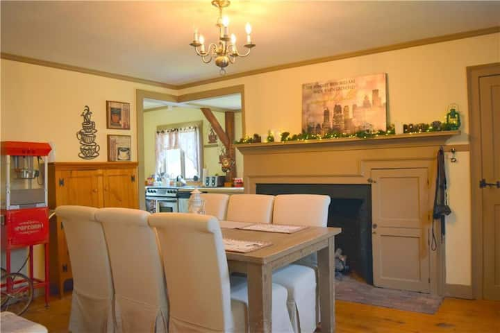 Historic Colonial Townhouse! 2000 square feet