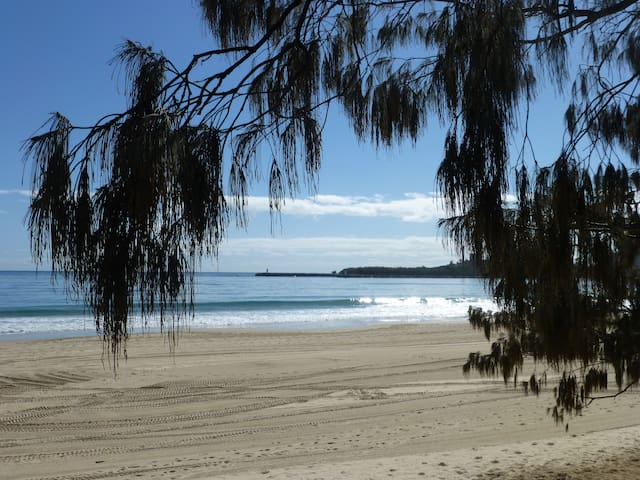 MOOLOOLABA BEACH  ON THE SPIT - RIVER VIEWS