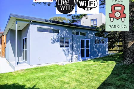 Modern 2 bedroom, 2 bathroom with WIFI & Netflix.