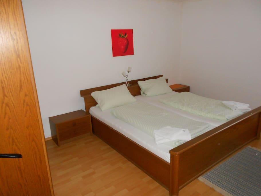 zimmer mit zwei betten dusche wc h user zur miete in zwingenberg baden w rttemberg deutschland. Black Bedroom Furniture Sets. Home Design Ideas