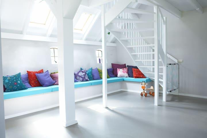 De loungehoek voor de kinderen