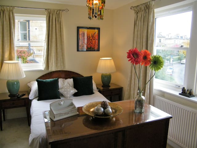 Crescent Room at Belvoir Lodge with Double Bed - Bath - Casa