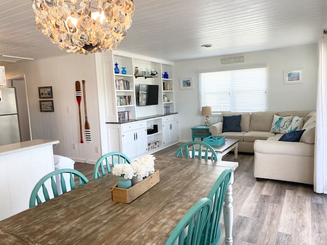 🏖Oceanside🏖, custom remodel, dog friendly