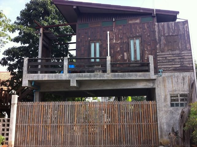 TAI home - Tambon Bang Mae Nang - Espais annexos