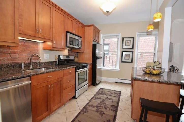 Charming apartment in Brookline Village! - Бруклин - Квартира