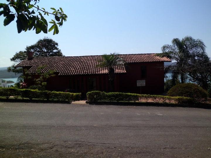 Casa maravilhosa com vista deslumbrante do lago