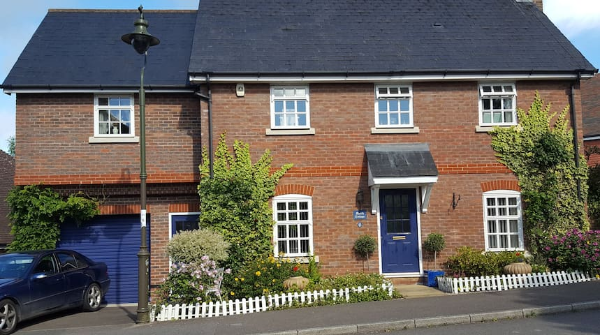 Double room in quiet location in Billingshurst - Billingshurst - House