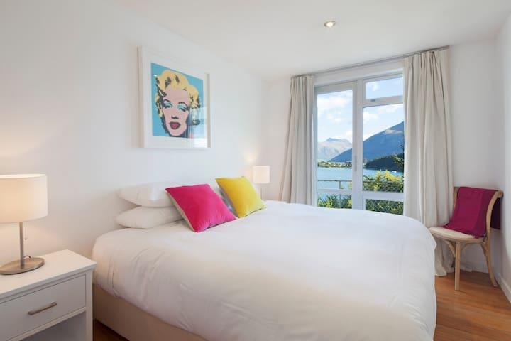 Cecil Peak Suite B&B @ Dynamic Living Lake House