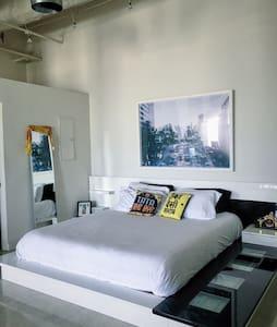Stunning Studio in DTLA - Los Angeles