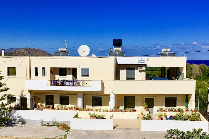 Eleni Apartments - Seaview and comfort stay