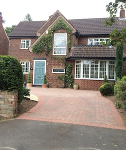 Double private room in gorgeous home close to town - Doncaster