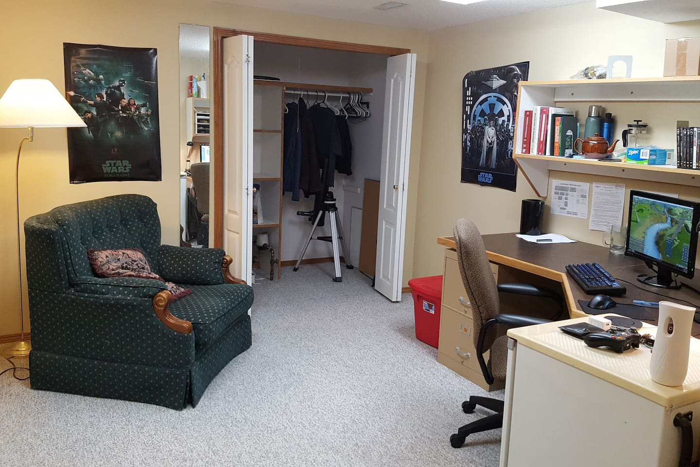 Adjacent sitting area with wired internet access