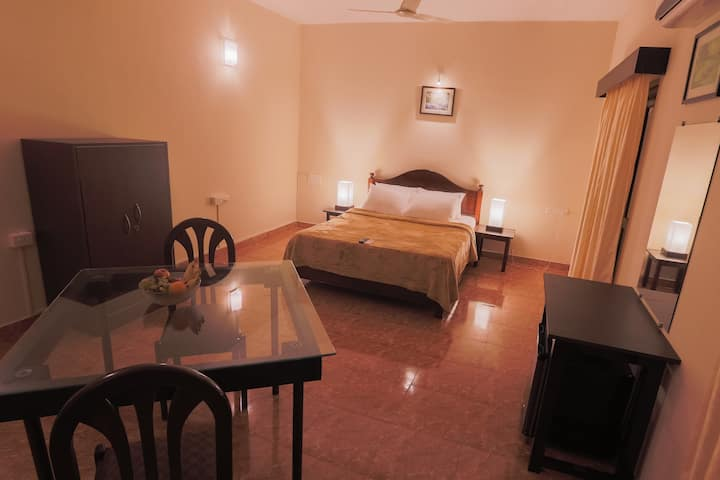 KINGS ROOM@PINNACLE COUNTRYSIDE SALIGAO GOA