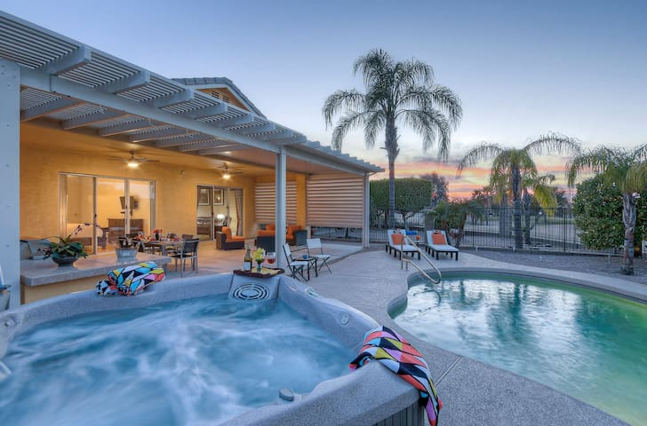 GOLF COURSE HOME<HEATED POOL<HOT TUB<MTN VIEWS