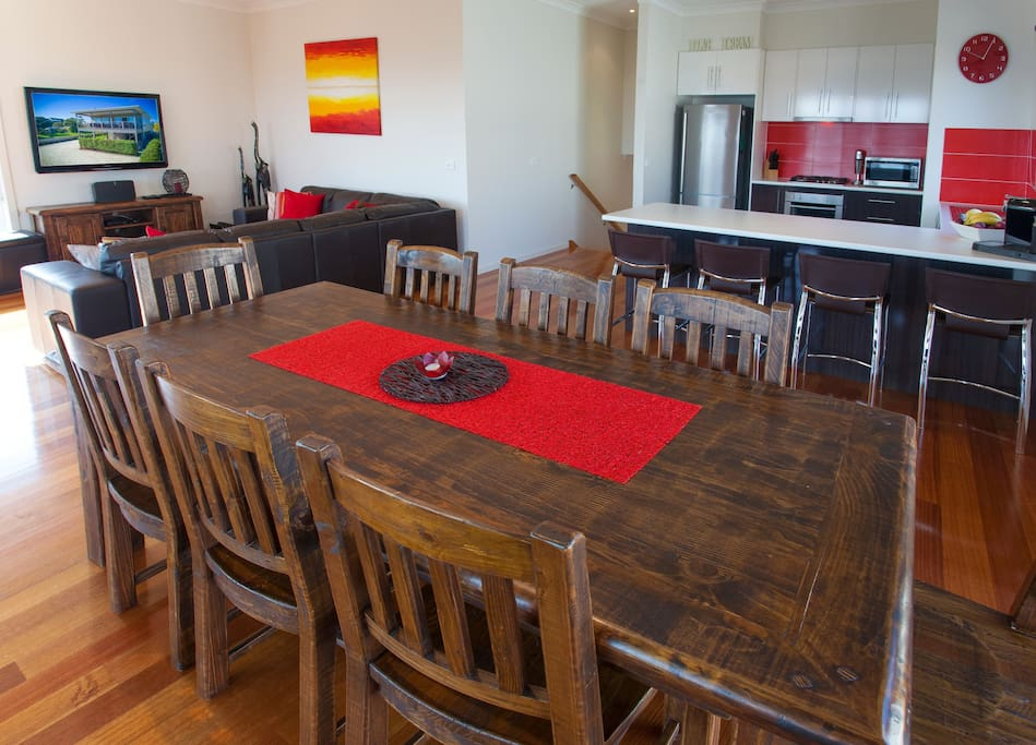 Main dining area, kitchen and lounge room