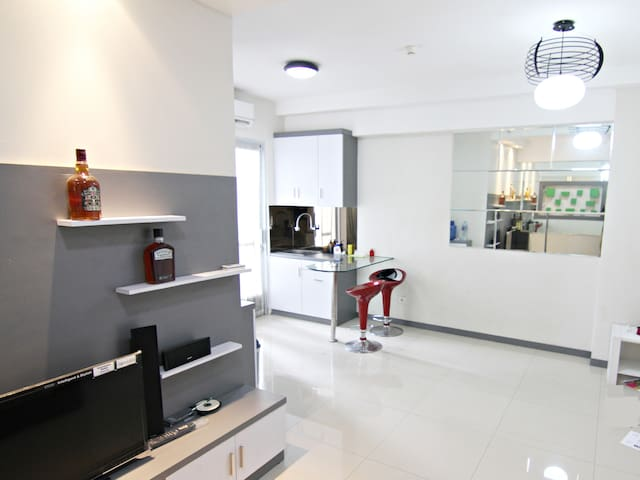 The Coziest Apartment With Mall & Near The Airport - Penjaringan - Departamento