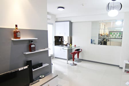 The Coziest Apartment With Mall & Near The Airport - Penjaringan - Apartmen
