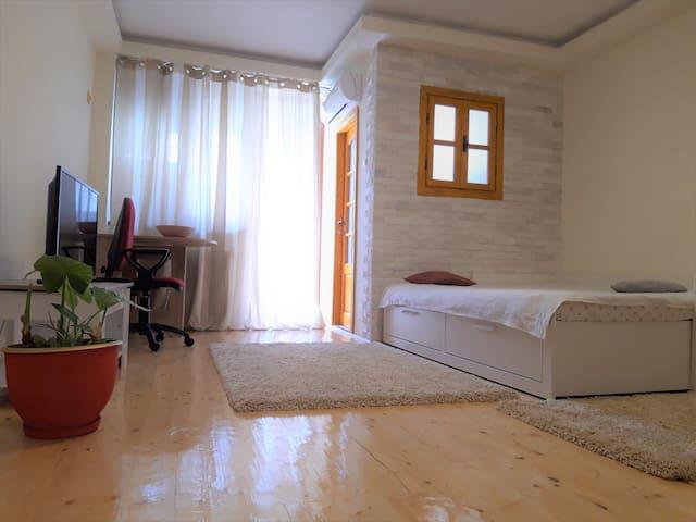 Charming & peaceful studio, good location