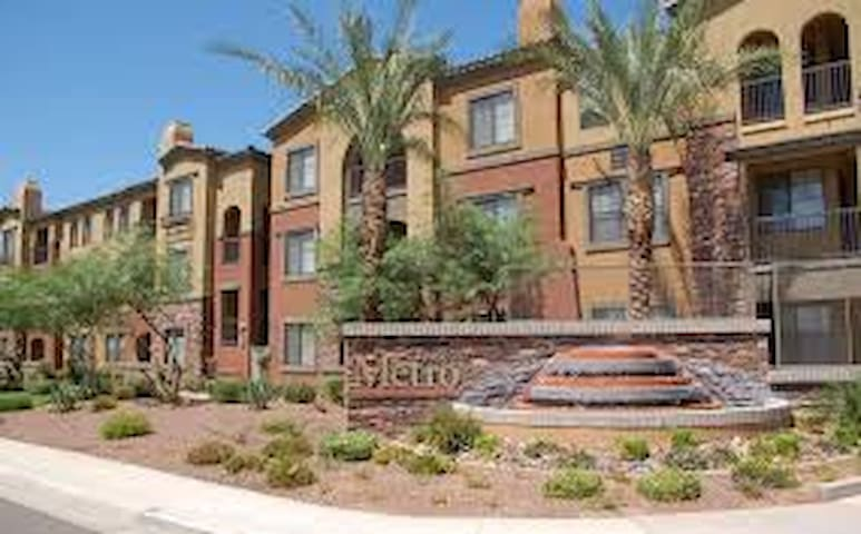 Spacious Apt W Pool Near Westgate - Glendale - Departamento