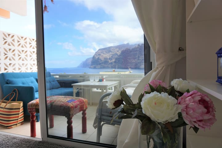 Cozy apartment with ocean view in Los Gigantes