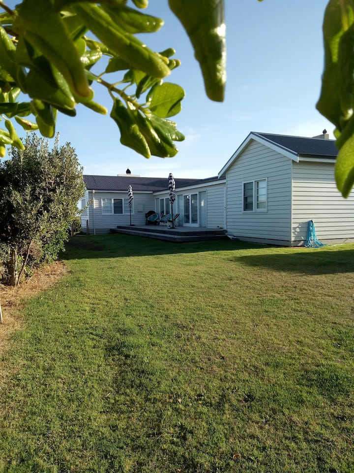 Schomberg Beach House - Ideal Seaside Cottage
